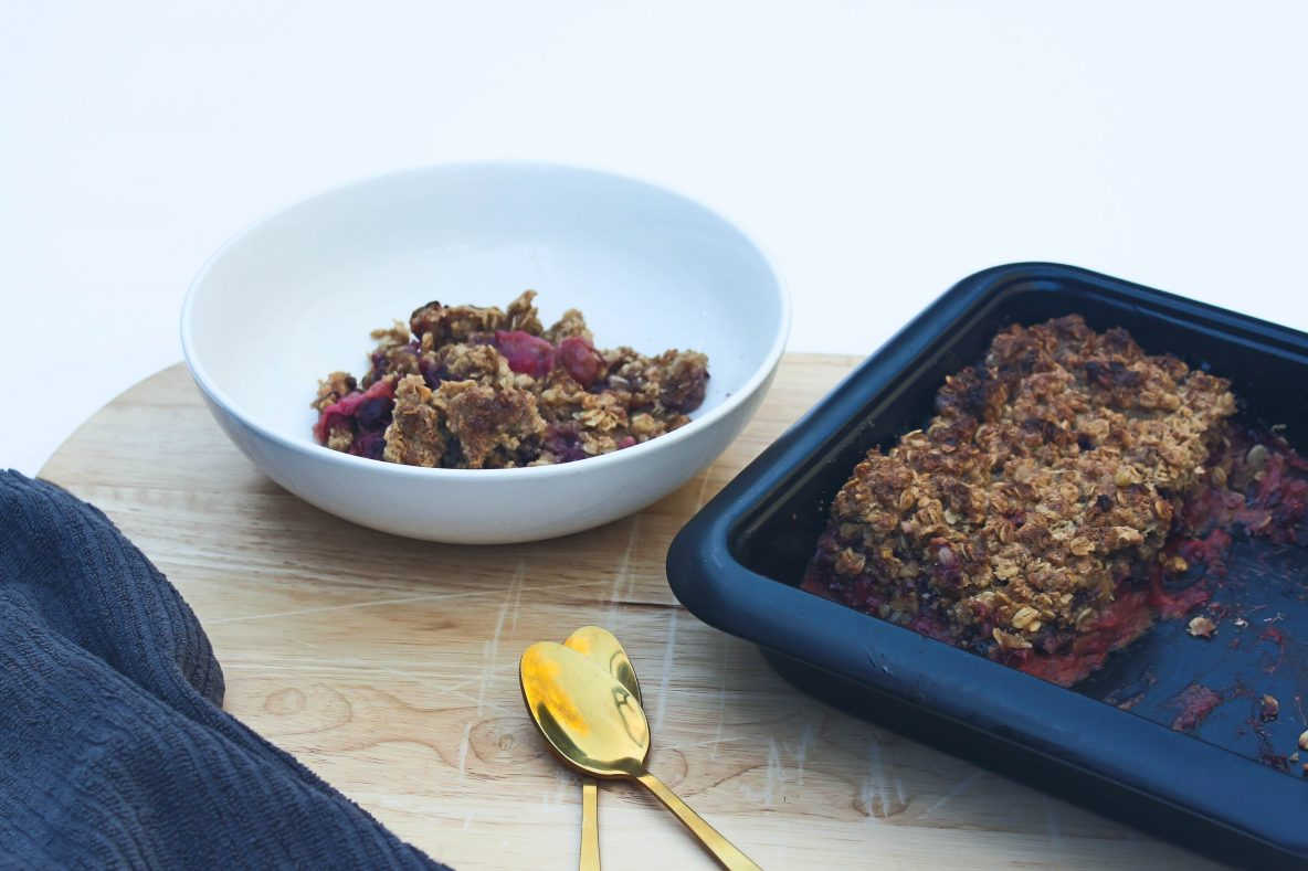 wholefood-apple-rhubarb-crumble-glutenfree-dairyfree-wholesome-heart
